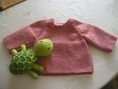 Jersey beb y vigilante de primera. (**Mae**) Tags: baby punto knitting lornaslaces beb jersey tortuga sheldon tura knitty punt katiaespiga