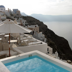 Santorini pool, Greece (Frizztext) Tags: pool square explore swimmingpool santorini greece galleries barbara ia oia 100faves 25faves frizztext colorphotoaward travelerphotos  residencesuite 200759 top20greece
