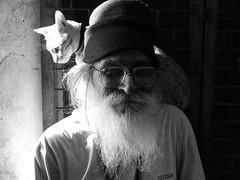 cat on back (Monia Sbreni) Tags: bw cats india monochrome asia indian indie varanasi ritratto gatti barba biancoenero vecchio questfortherest benares uttarpradesh sfidephotoamatori moniasbreni wcwithoutcolours