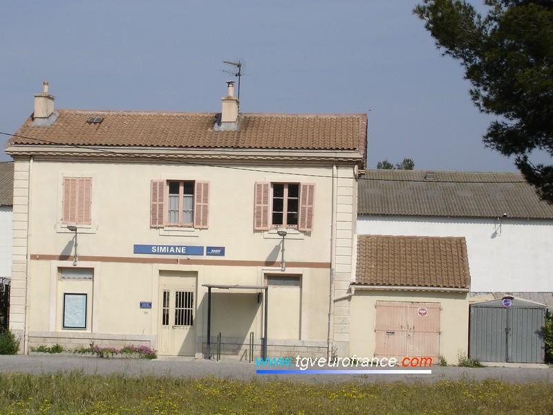 Le bâtiment voyageurs de Simiane-Collongue