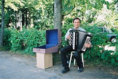 Russian Busker (Dickon's Photos) Tags: holiday russia favourites busker randomsubject accordianplayer greatphotos russiaart