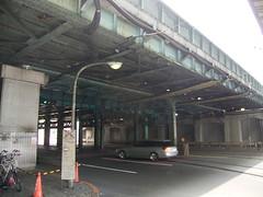 05 駅前の風景-03.鉄の高架橋