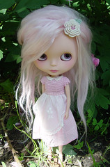 Good Morning (Ragazza*) Tags: pink yard garden doll mabel mohair airbrush ebl customblythe blythestudio dolluxedress