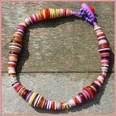 NECKLACE MADE FROM COLOURFULL BUTTONS // KETTING GEMAAKT VAN BONTGEKLEURDE KNOPEN (Anne-Miek Bibbe) Tags: fashion necklace beads handmade buttons oneofakind nederland jewelry bijoux 150 jewellery april collar 2007 sieraad handwerk bisuteria knopen kralen ketting bibbs collana handmadejewelry hechoamano uniek bibber bibbe annemiekbibbe handmadebyannemiek halssieraad bibbsbeadsandbuttonswithbellson 150knopen 150buttons annemagicdesign