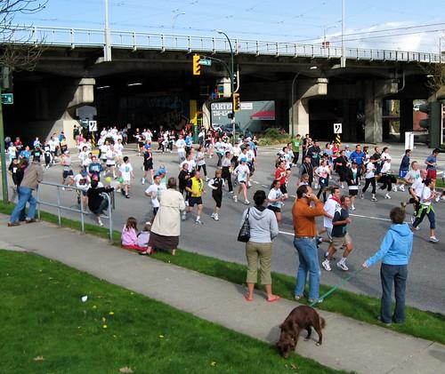 The 2007 Vancouver Sun Run in full swing