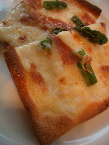 Asparagus & Prosciutto Pizza