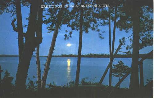 Wisconsin - Sets Moonlit Lake A