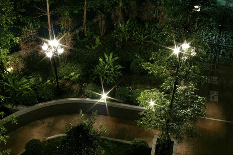 大家來測試蒐集﹐PO 一下 P 家不同鏡頭的夜景的星芒