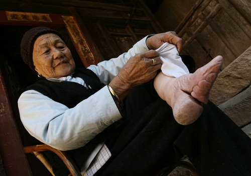 Chinese Bound Feet(5) por johnbullas.