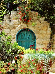 El Moona Garden (pninaN) Tags: door flowers green garden bloom favoritegarden superbmasterpiece diamondclassphotographer flickrdiamond superhearts