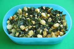 Quick spinach and corn salad for packed lunches
