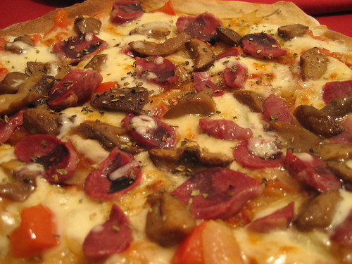Pizza de mollejas de pato con boletus