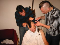 2002-10-13-00.08_4509.Snorlige.hanekam (dutch buzzer) Tags: hair haircut hawk mohawk fauxhawk barber barbershop faux fohawk
