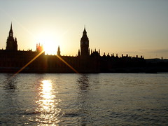 Houses of Parliament (Autumn84) Tags: parliament sun sunset light water river thames rays city history politics bigben clock tower sky shiny england uk travel