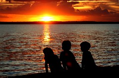 Re-post aps correo (Luiz C. Salama) Tags: sunset pordosol kids interestingness c explorer moo explore 500 lovepeace destaque itsongselection1 crianas manaus luiz interessantes salama amazonia rionegro perfectingladolcevita correo itsongcanoneos350d ocioso instantfave flickrtop500 semana21 drocio duetos luizsalama salamaluiz metareplyrecover2allsearchprigoogleover