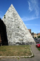 Rome's only pyramid (Seoirse) Tags: pyramid rome caius cestius 12bc tomb holiday