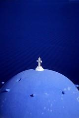 Blue (Walter Quirtmair) Tags: 2005 blue roof bird film church topf25 chapel santorini greece caldera ripples swq takenbywalter oia eos300 fujivelvia 30faves30comments300views