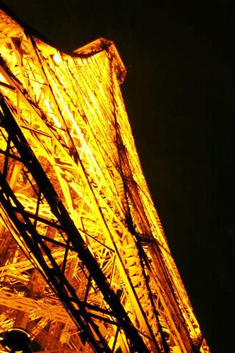 Eiffel, isometrically