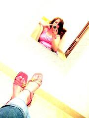 Diwan (Lou Rouge) Tags: 2005 camera selfportrait feet me topv111 510fav lafotodelasemana foot mirror pies espejo mc01 lourouge mc05negativespace lfscuerpohumano retofs1