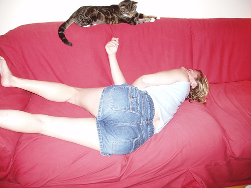 Strangest Sleeping Position in the World - Courtesy of Huz