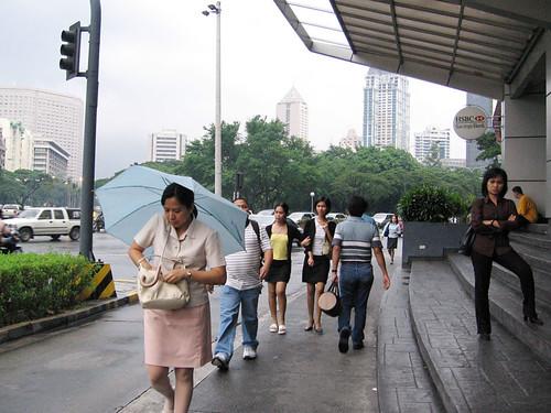 Philippinen  菲律宾  菲律賓  필리핀(공화국) Pinoy Filipino Pilipino Buhay  people pictures photos life Makati Ave, Manila city, commuting,  Philippines, scene, sidewalk, street, woman