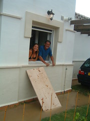 Neighbours planning their escape (Rob and Brenda) Tags: mmgr flood