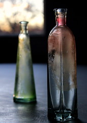 Shiny (goldengirl 2011) Tags: lowlight lateafternoonlight glassvases indoor katharinehanna ©katharinehanna2016 availablelight vase depthoffield shiny glass