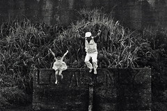 Till gldje (Jim O'Connell) Tags: people blackandwhite bw film japan jump mine availablelight kamakura till mmdc gldje angkorsingle tillgldje