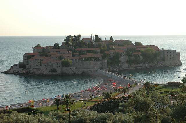 Die kleine Insel Sveti Stefan in Montenegro