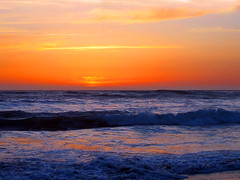 San Simeon Sunset (Imapix) Tags: ocean california travel blue sunset red orange usa sun nature topf25 colors america wonder rouge soleil photo photographie natural bleu mostinteresting sansimeon coucherdesoleil imapix pacifi sunsetpix yourfavpix favpix topfavpix gatangbourque gatanbourque copyright2006gatanbourqueallrightsreserved  copyright2006gatanbourqueallrightsreserved imapixphotography gatanbourquephotography