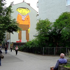 os gemeos (Antonia Schulz) Tags: street city urban berlin geotagged town calle mural cit ciudad stadt urbana rue ville urbain osgemeos backjumps geo:lat=52500157 geo:lon=13440624 streetartistosgemeos strase