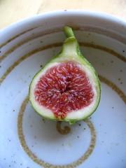 half a fig (Swellanor) Tags: fruit figs