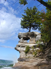Chapel Rock Wave (farlane) Tags: rocks michigan pictured national lakeshore upperpeninsula picturedrocks picturedrocksnationallakeshore chapelrock