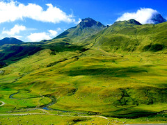 Ovejitas ('YÁRRET) Tags: verde green sheeps montañas ovejas montaÑas photophilosophy anawesomeshot