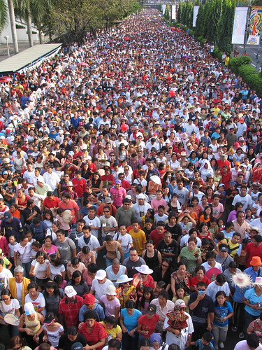 sinulog 2006 - the crowd at its thickest