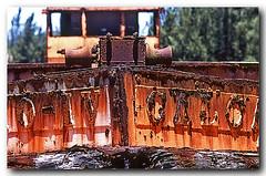 Barco com ferrugem, Arraial do Cabo (Z Lobato) Tags: brasil barco arraialdocabo zrobertolobato zlobato