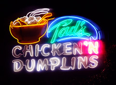 Tad's Chicken'N Dumplins (Curtis Gregory Perry) Tags: old light usa signs classic chicken luz glass sign night oregon america vintage licht us neon glow pacific northwest bright lumire or united tube tubes n ne retro signage pacificnorthwest glowing states dying dumplings luce muestra important signe sinal neons  zeichen non segno  tads    teken dumplins     glowed    neonic