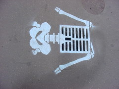 Plaque d'gout (tofz4u) Tags: streetart paris pavement artderue plaquedgout explored