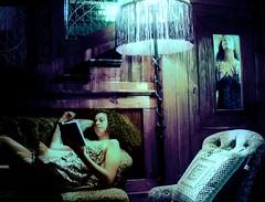 lettura interessante (mluisa_) Tags: searchthebest libro scala luisa divano luce interno sera lume cuscino lanouvellerevolutionsurrealiste abigfave superbmasterpiece diamondclassphotographer