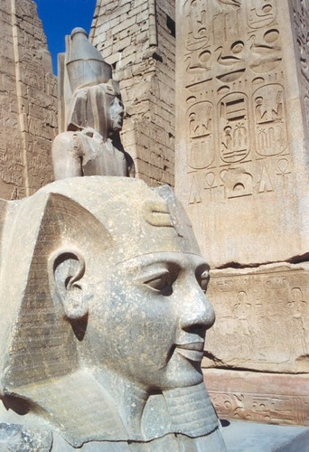 1998 312 Luxor Ramses II kop- por Hans Ollermann.
