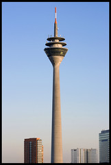 Rheinturm Dsseldorf (Jrg Dickmann) Tags: building tower architecture germany deutschland architektur alemania nrw fernsehturm portobello dusseldorf turm dsseldorf rhine rhein tyskland allemagne duesseldorf nordrheinwestfalen tvtower germania alemanha duitsland televisiontower lbs rheinturm stadttor  northrhinewestphalia  sigma70300  almanya niemcy njemaka rhinetower nmetorszg vokietija    nmecko   renaniadelnortewestfalia canon400d             dusseldrfia
