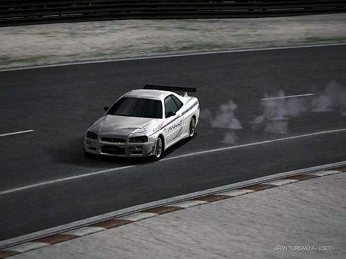 Nissan Skyline R34 '00 drifting