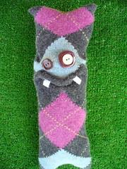 eski çoraptan oyuncak canavar
