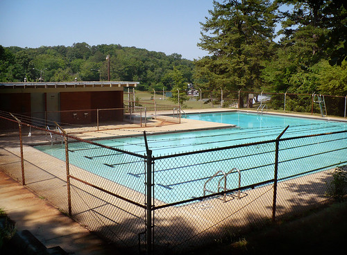 Crestwood Park - Pool. Dystopos/Flickr