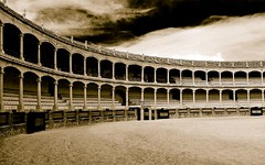 Spain (Jari Kaariainen) Tags: plaza bw topf25 sepia canon dark de other spain 500v20f antique dramatic andalucia arena ronda toros neat bullring lightroom welcomeall superaplus aplusphoto diamondclassphotographer flickrdiamond superhearts jarikaariainen plazainfocus2010