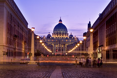 St peters Basilica (tamilian / photo-capture.co.uk) Tags: italy rome roma sathish stpetersbasilica tamilian canon30d holidaysvacanzeurlaub nightphotographyromeromeitaly stpietrobasilica photocapturecouk