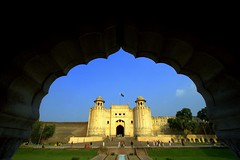 Lahore Fort, Lahore, Pakistan (Max Loxton) Tags: pakistan beautiful architecture arch interior lahore lahorefort mughal yasirnisar pakistaniphotographer revisitinglahore