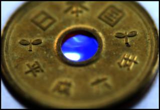 5 glowing yen