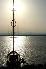Siracusa evening (Xerones) Tags: boat harbour yacht awesome syracuse sicily picnik siracusa ortygia ioniansea twtme april2007 portogrande holidaysvacanzeurlaub pd44705