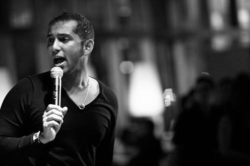 Gambar Ferhad Sedang Menyanyi